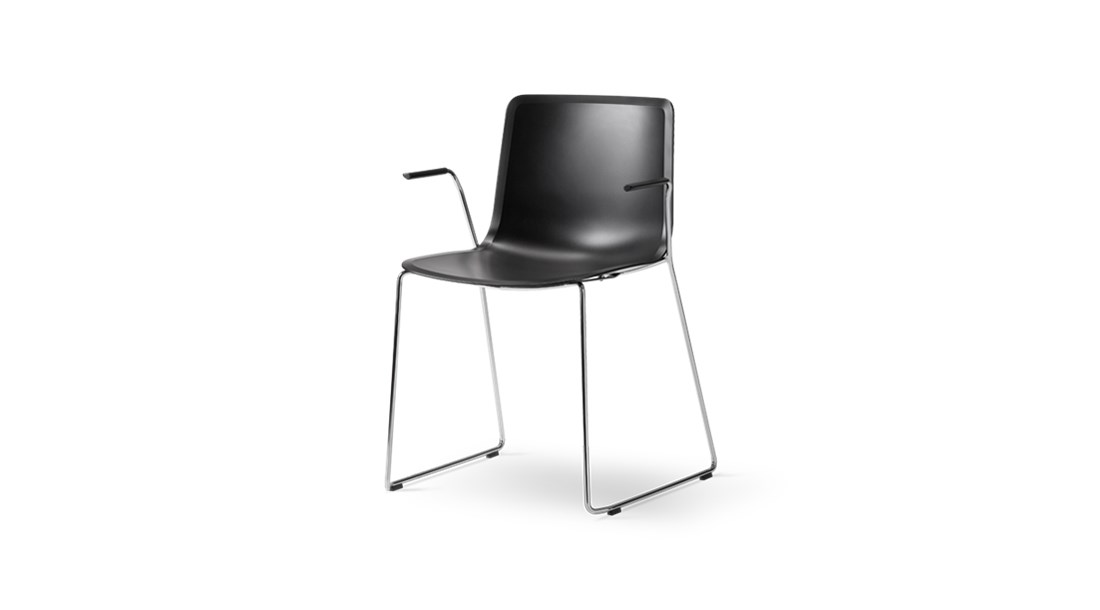 Fredericia PATO tuoli, kelkkajalka, käsinojallinen