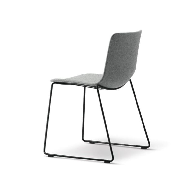 Fredericia PATO tuoli, kelkkajalka, kangasverhoilu
